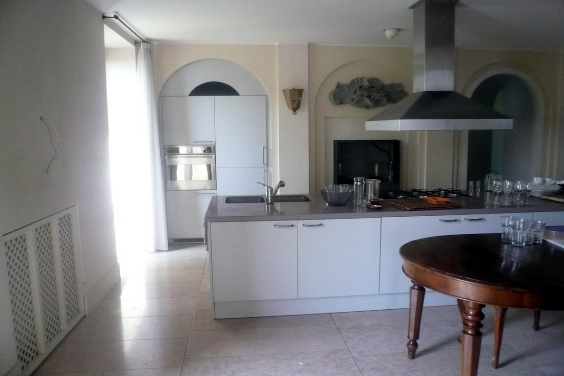 Historic villa Lake Garda sale with stunning lake view 33