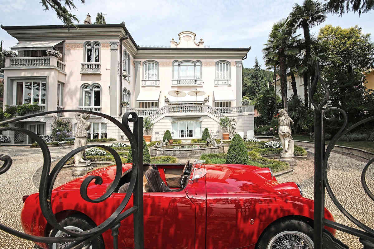 Historische Villa am Gardasee zur Miete am Seeufer