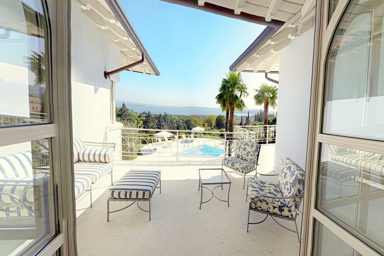 Villa Padenghe Verkauf mit Seeblick und Panoramapool