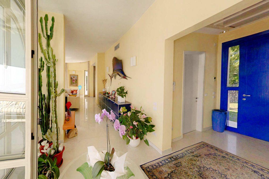 Villa Padenghe Verkauf mit Seeblick und Panoramapool 13