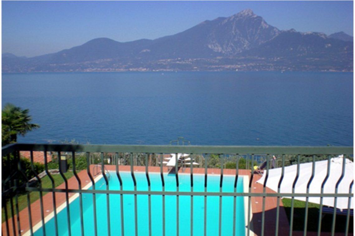 Villa Torri del Benaco mit Seeblick mit Panoramapool 10