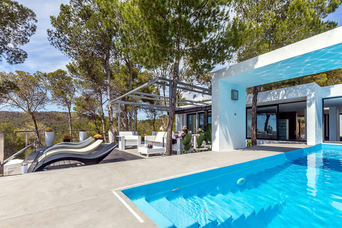 Luxusvilla Ibiza zur Miete mit Pool und Meerblick
